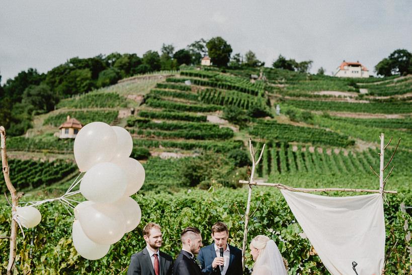 Hochzeitsfotograf Dresden Radebeul Weingut Drei Herren Julius Kost 026 Isa & Friedi - Hochzeit mit freier Trauung im Weinberg Willsdruff, Weingut, Radebeul, Gästehaus Hoflößnitz, Drei Herren
